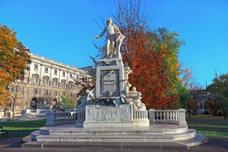 Памятник Моцарту